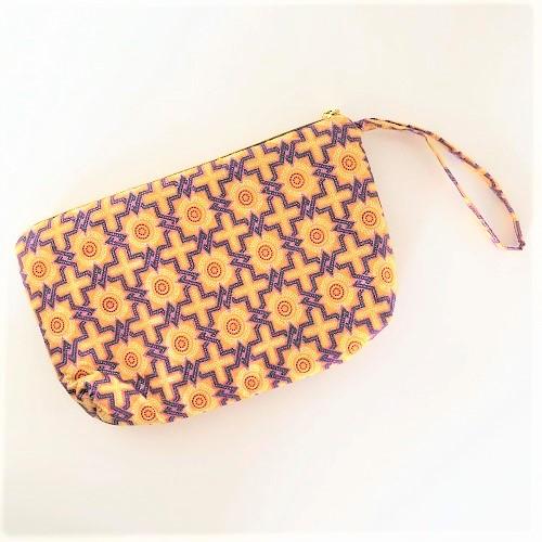 Clutch Lea med håndledsrem i gule/lilla nuancer - fra Mitomito