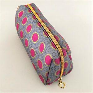 Makeup-pung Fanny i flot grå farvet med pink prikker og guldglimmer - fra Mitomito