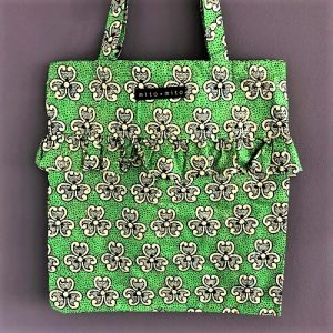 Flæsenet Silla i fint grønt print med gulddetaljer fra Mitomito