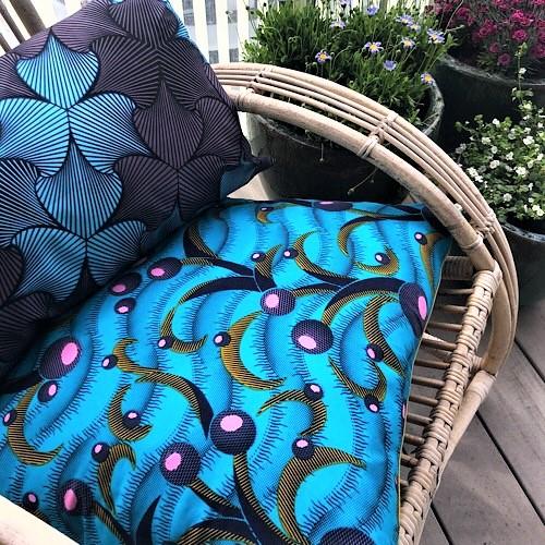 Pude Dalia 58x58 cm i skønne farver og smukt print fra Mitomito