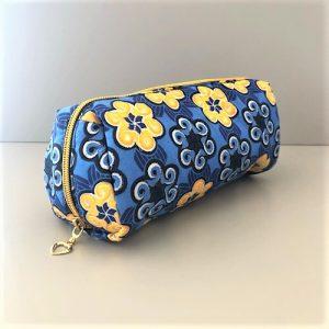 Makeup-pung Isla med blåt og gult print fra Mitomito