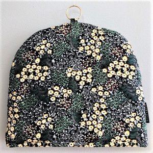 Tehætte Hilla i fint blomsterprint fra Mitomito