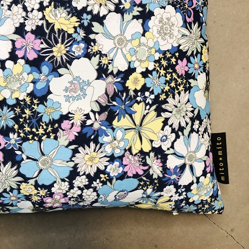Pude Mimi skønt blomsterprint fra Mitomito