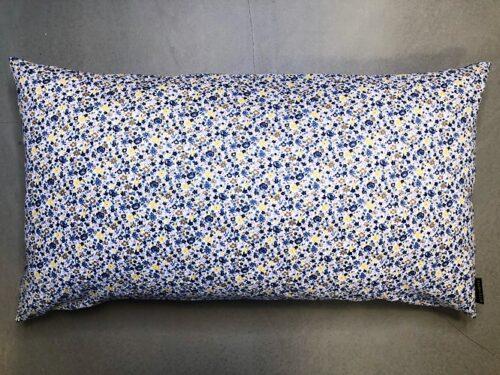 Pude Lea 50x90 i skønt blomsterprint med hvid bundfarve fra Mitomito