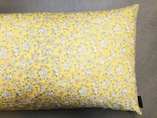 Pude Aya 50x90 cm i lækkert gult print fra Mitomito